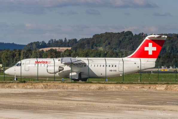 HB-IXS taxiing at ZRH